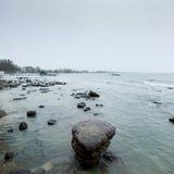 Sten på havet Arkivbilder