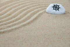 Sten på sand Arkivfoton