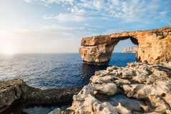 Stena ärke-, vagga bildande på en havskust, sommartid royaltyfria bilder