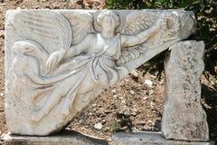 Stena att snida av gudinnan Nike i Ephesus den forntida staden Royaltyfri Bild