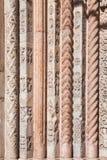 Stena att snida på fasaden av domkyrkan av San Marco Royaltyfri Foto