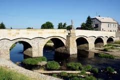 Stena bron med statyn av St John av Nepomuk i Litovel Fotografering för Bildbyråer
