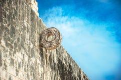 Stena cirkeln för Mayan match, juego de pelota Arkivbilder