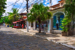 Stena gatan (Rua das Pedras) i Buzios, Rio de Janeiro Royaltyfri Fotografi