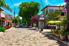 Stena gatan (Rua das Pedras) i Buzios, Rio de Janeiro Arkivfoton