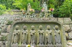 Stena Jizo Bodhisattvastatyer i Kamakura, Japan Royaltyfri Bild