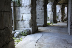 Stena kolonner av Roman Theater i Benevento, Italien Arkivbilder