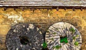 Stena ladugården, Bibury, Cotswold, England Royaltyfri Fotografi