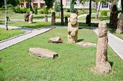 Stena polovtsian skulpturer i parkera-museum av Lugansk, Ukraina royaltyfria foton