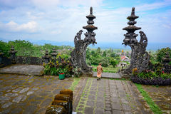 Stena porten i Pura Besakih, Bali, Indonesien Arkivbild
