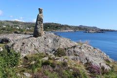 Stena skulptur i ett kust- landskap i Norge, Europa Arkivfoto