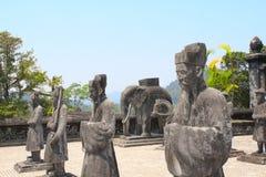 Stena statyer av hästen, elefanten och folk i Minh Mang Tomb, H royaltyfri foto