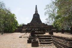 Stena stupaen på arkeologiskt parkerar av siSatchanalai buddistiska tempel, Thailand Royaltyfria Bilder