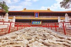 Stena trappa med drakar i tempel av Konfucius Inskrift tr Royaltyfria Foton