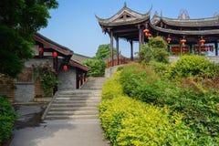 Stena trappan för kinesiska traditionella byggnader i solig summa Arkivbild