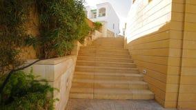 Stena trappuppgången i territoriet av hotellet i Egypten arkivfilmer