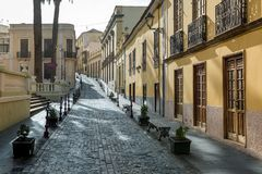 Stena trottoargatan på den gamla staden av La Orotava Arkivfoton