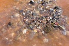 Stenar av Neelam River Royaltyfri Bild