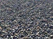 Stenar bredvid havet arkivbilder