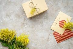 Stenar den internationella kvinnadagen för begreppet med blommor bästa sikt för bakgrund Arkivfoto