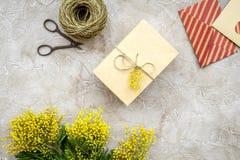 Stenar den internationella kvinnadagen för begreppet med blommor bästa sikt för bakgrund Royaltyfria Bilder