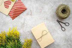 Stenar den internationella kvinnadagen för begreppet med blommor bästa sikt för bakgrund Arkivbilder