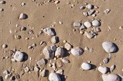 stenar för bakgrundsstrandsand Arkivbilder