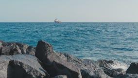 Stenar för vågor för fartygsiktshav lager videofilmer