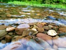 Stenar i bevattna Arkivfoto
