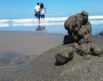 Stenar i hav bevattnar arkivfoto