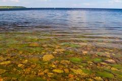 Stenar i sjön royaltyfri foto