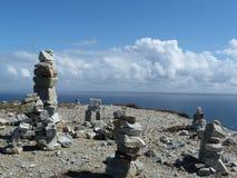 Stenar meditation på reeftopen Royaltyfri Foto
