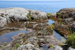 Stenar och bevattnar Arkivfoton