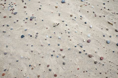 Stenar på еру sand Arkivbilder