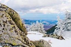 Stenar på överkanten av Kopaonik berg arkivfoto