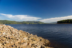 Stenar på den Enisey floden Royaltyfria Bilder