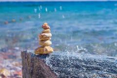 Stenar på en strand Arkivfoto