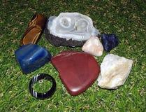 Stenar på gräset arkivbilder