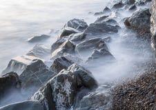 Stenar på havet på Aberystwyth i färg royaltyfria foton