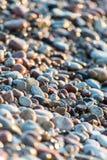 Stenar på stranden och havsvatten Royaltyfri Foto