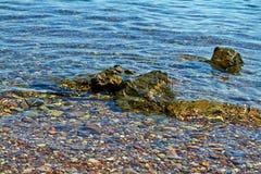 Stenar p? kusten av R?da havet royaltyfri bild