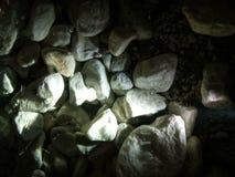 Stenar under vatten med panelljuset Royaltyfri Fotografi