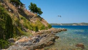 Stenar vid havet Ammouliani royaltyfri fotografi