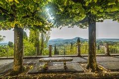Stenbänk i Tuscany Royaltyfria Bilder