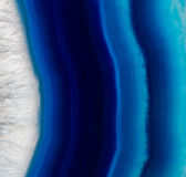 Stenbakgrund av den blåa agatkristallen Royaltyfri Fotografi