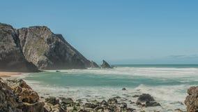 Stenblock för Atlantic Ocean kustgranit och havsklippor, Portugal stock video