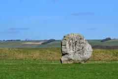 Stenblock i ett fält i sommar royaltyfri fotografi