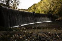 Stenblock i vattenfallet fotografering för bildbyråer