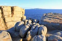 Stenblock och klippor med havet i bakgrund Royaltyfria Foton