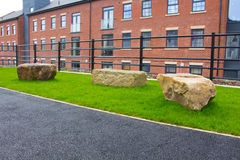 3 stenblock på gräs Royaltyfri Fotografi